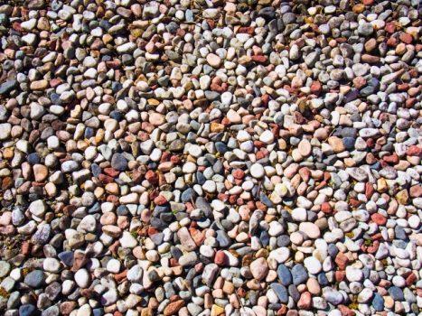 砂利の種類が豊富すぎて選べない!決め手となるポイントとは?