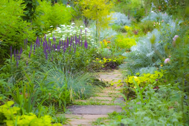 レンガチップを使ったオシャレな庭づくり