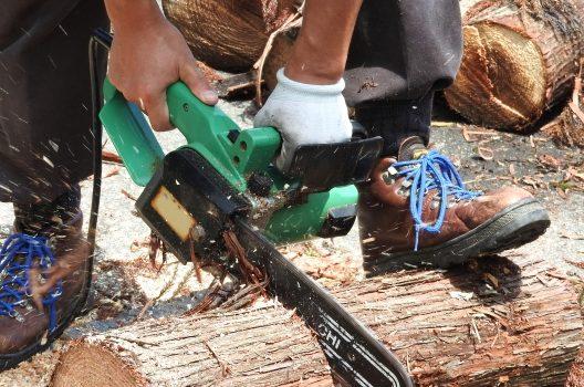チェーンソーのメンテナンス|研ぎ方や掃除など基本のお手入れ方法