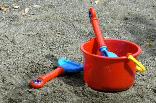 庭に砂場を作ってみよう!簡単にできる作業手順と注意点をご紹介