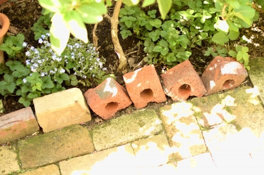 【レンガにも応用可能】庭のタイルの敷き方