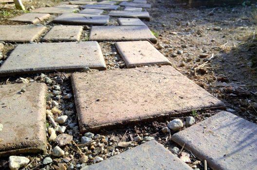 庭に敷石を敷くのは自分でできる!敷石を敷くメリットや施工例も